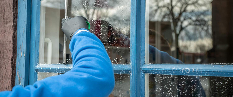איך מתבצע ניקיון חלונות בגובה?