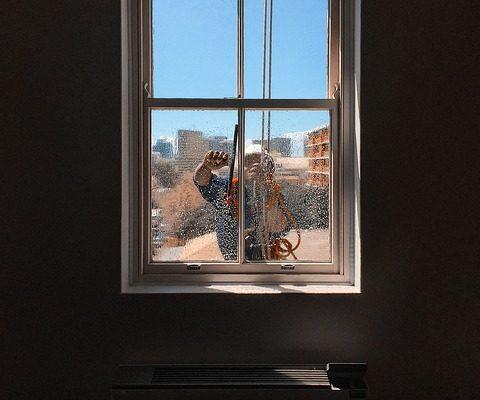 מה הם הפרמטרים המשפיעים על המחיר של ניקוי חלונות בגובה?