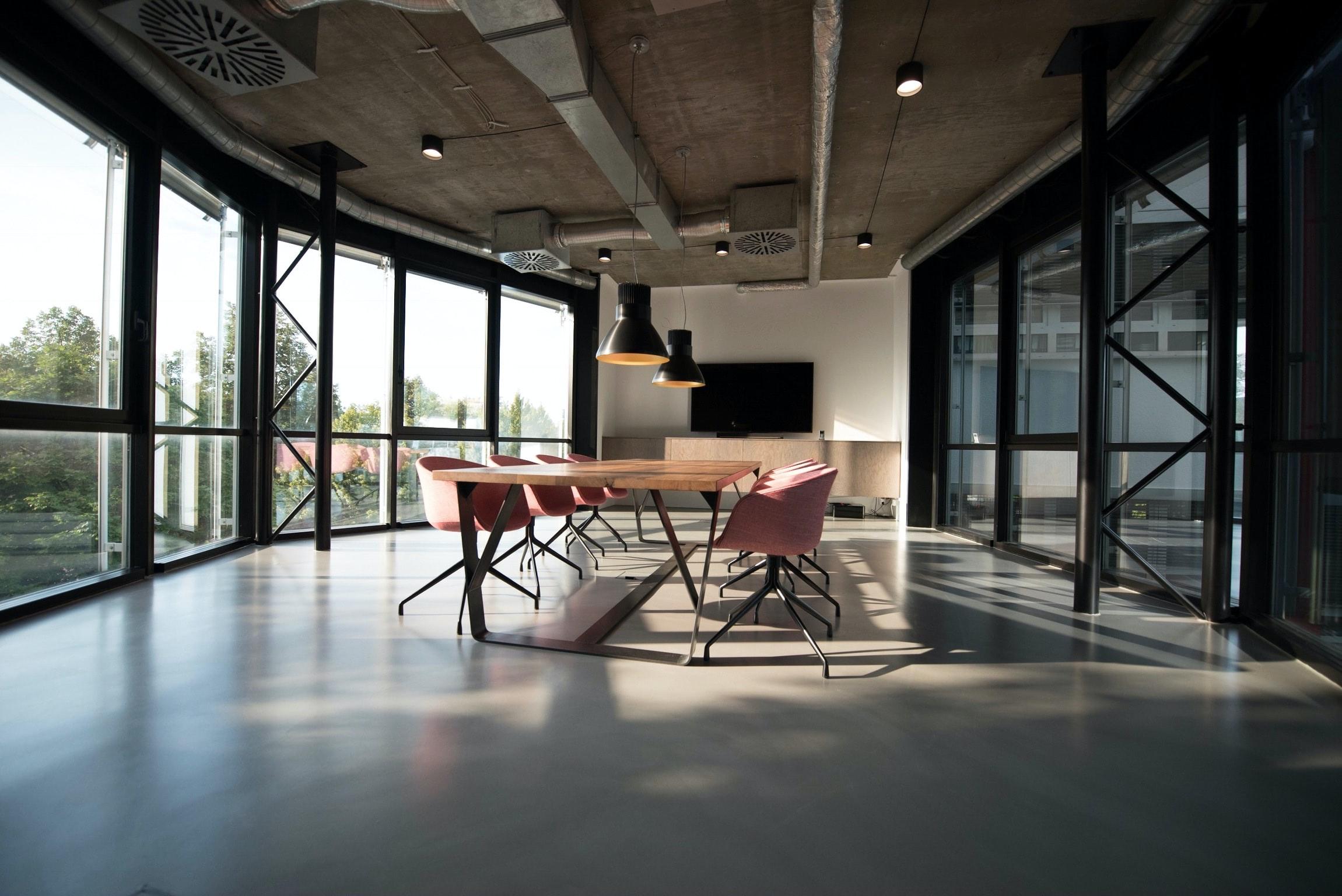 מתי צריך להיעזר בשירותי ניקוי חלונות בגובה?